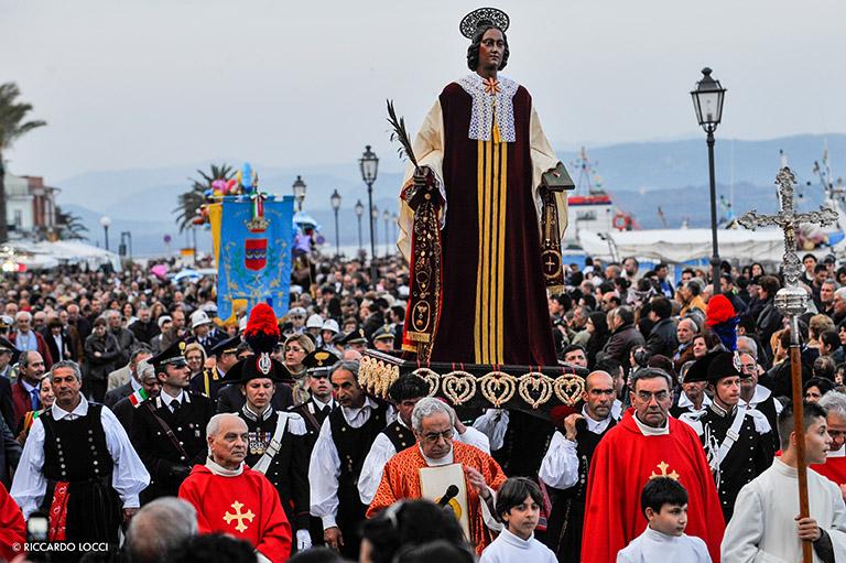 l'Isola di sant'Antioco, immagine della processione del Santo Patrono.